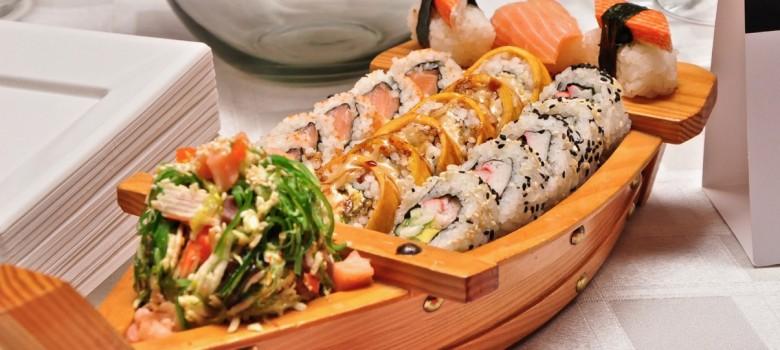 6 modi errati per mangiare il sushi